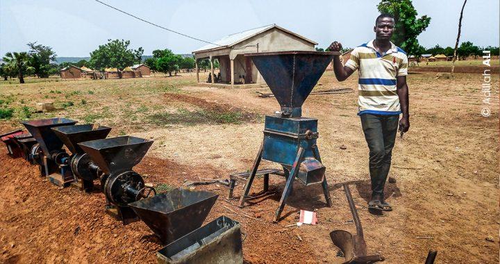 Togo: Artisan à la fois soudeur et forgeron